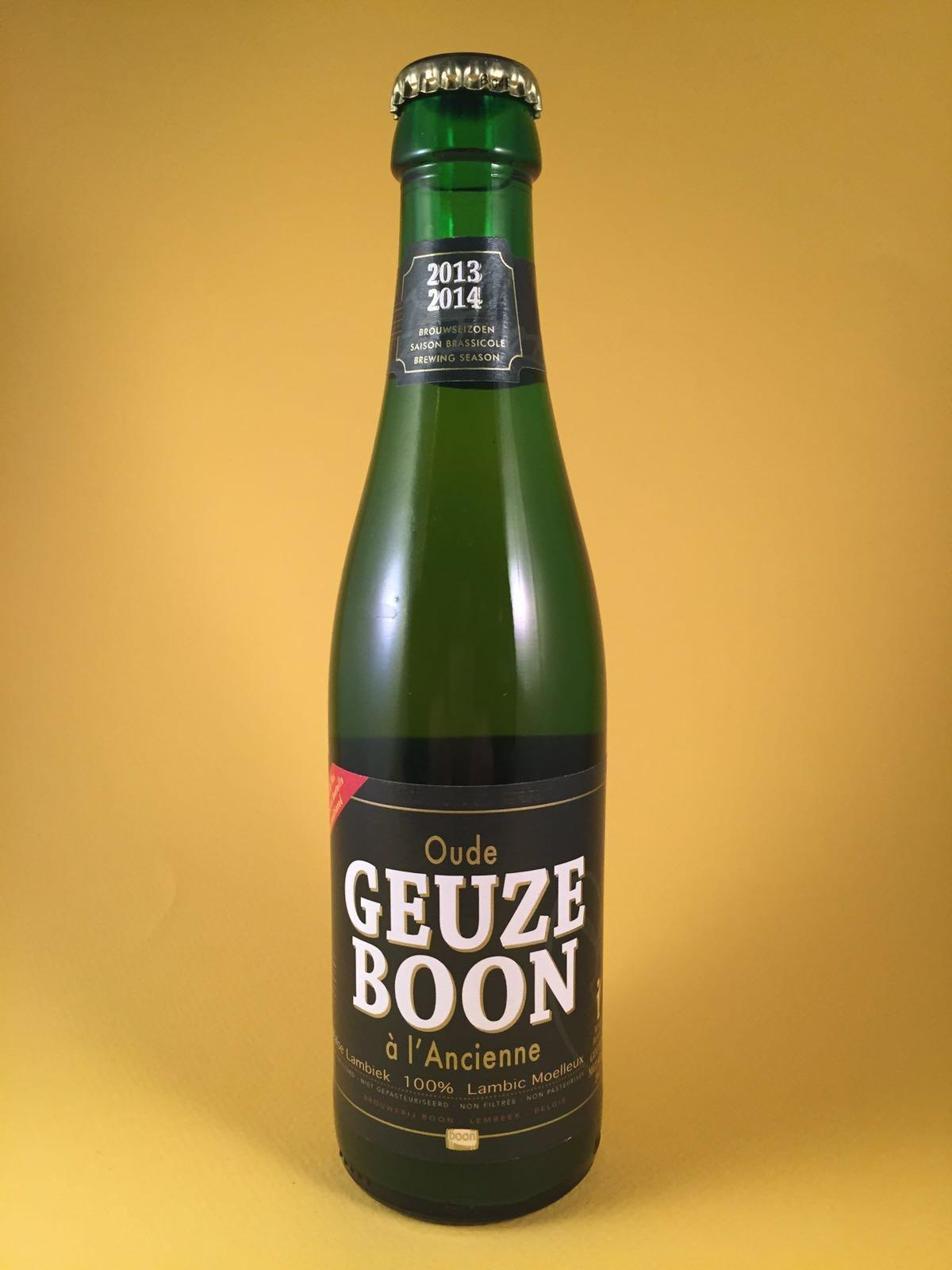 Geuze Boon Herkomst: Lembeek, Belgium Geuze bier zit hoog in zijn zuren en is ontstaan door spontane gisting. Geuze Boon bevat een alcoholpercentage van 7% en heeft een nagisting op de fles. Geuze is het eerst ontdekte bier. Vroeger dronken ze dit bier omdat het water niet te vertrouwen was, zowel kinderen als ouderen. Zelfs de soldaten hadden dit in hun veldfles zitten. Serveeradvies: Tussen de 4 en 7 graden