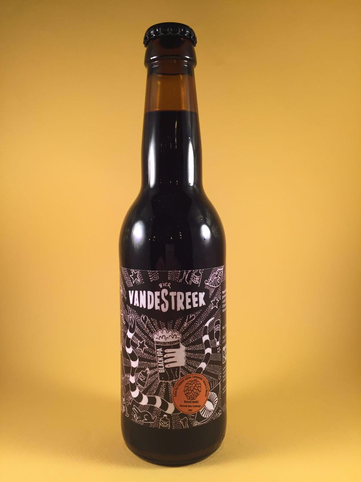 De kleur doet denken aan een Stout. Door de donkere kleur verwacht je een heftige smaak maar dit bier heeft een fris zuurtje, ontzettend aangenaam. In het bier zijn tonen van drop en laurier in de verte terug te vinden. Het bier heeft een alcoholpercentage van 6,8%. Advies serveer temperatuur: 6 a 7 graden