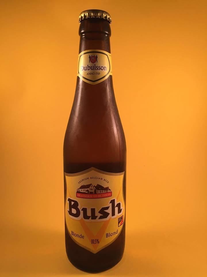 Bush Dubuisson Blond Herkomst: Pipaix, Belgie Heftig blond bier. Nagisting op de fles. Het schuim van dit bier heeft de geur van rijpe bananen en je proeft een frisse bitterheid op de tong. Door het zuurtje goed verdraagbaar. Het is echter verradelijk biertje door het hoge alcoholpercentage maar dit heeft geen effect op het gemak waarmee je het wegdrinkt. Dit bier is lekker voor zowel in de zomer als in de herfst. Bush Dubuisson bevat een alcoholpercentage van 10,5%. Advies serveertemperatuur: 7 graden.