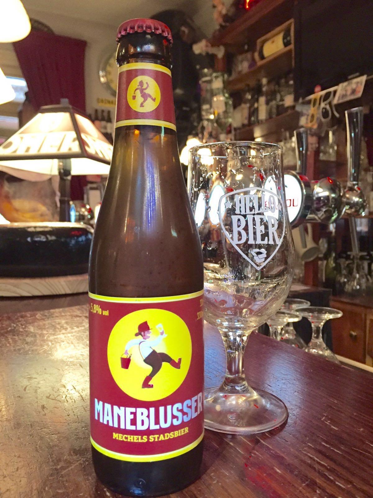 Maneblusser Herkomst: Mechelen, België Maneblusser is een frisse dorstlesser. De brouwer wilde voor de inwoners van Mechelen een toegankelijk blond bier brouwen maar waar wel pit in zit. Voor een speciaalbier heeft dit bier een laag alcoholpercentage. Zoals veel blonde bieren heeft dit bier ook een citrus aroma wat gevolgd wordt door een fijne afdronk. Het bier bevat een alcoholpercentage van 5,8%. Advies serveertemperatuur: 5 graden.