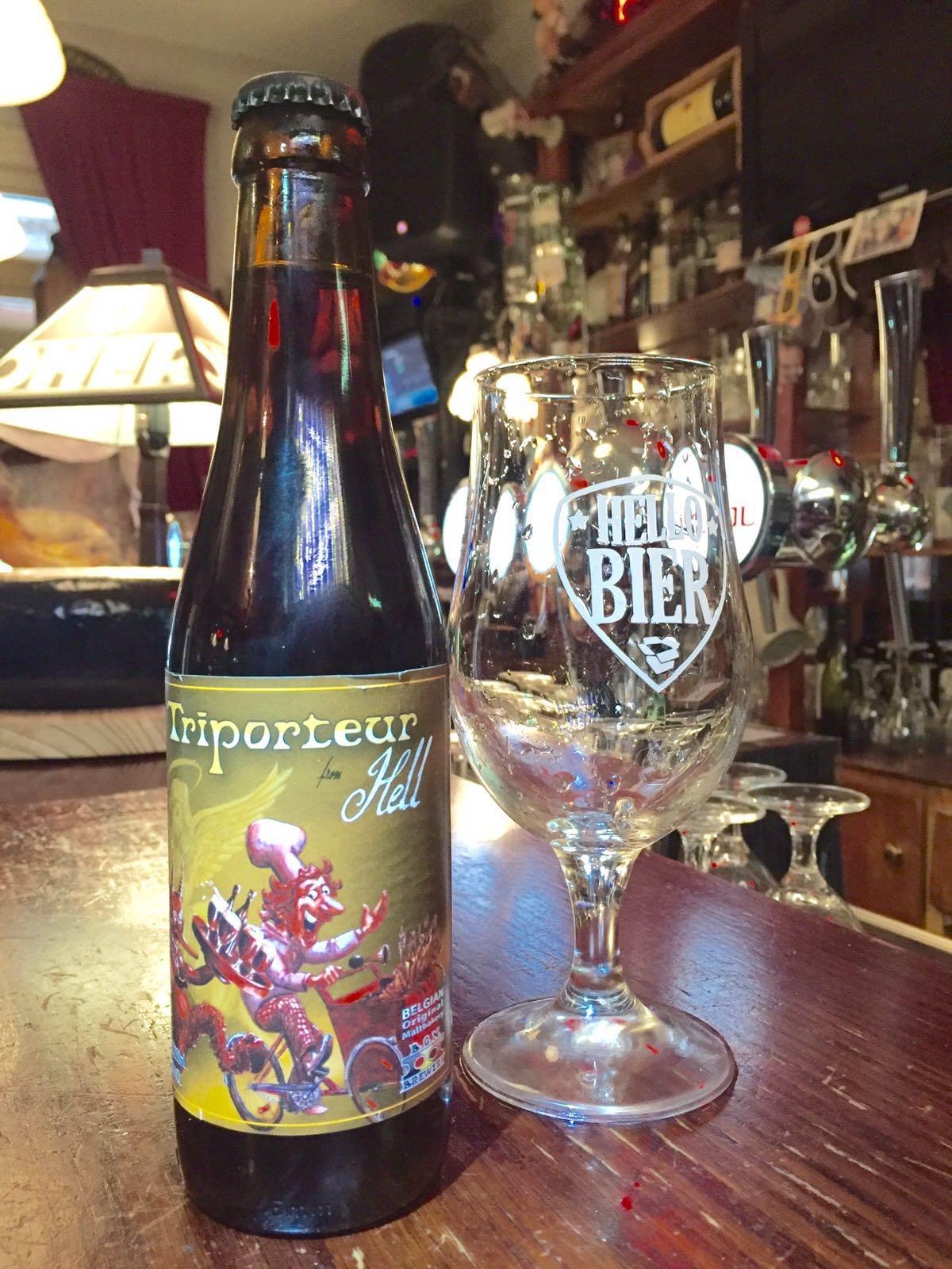 Triporteur Hell Herkomst: Bree, België Bruin bier met hells gebrande BOM (Belgisch Orginele Moutbakkerij) mout. Vroeger had iedere brouwerij zijn eigen moutbakkerij. De bakker is ook terug te vinden op het etiket. Het smakenpallet is een combinatie van cacao, caramel en toch een licht zuurtje. De smaak van dit bier blijft evolueren in de fles. Dit bier gaan we gebruiken voor het recept, pulled pork. Dit bier bevat een alcoholpercentage van: 6,6% Advies serveertemperatuur: 8 graden