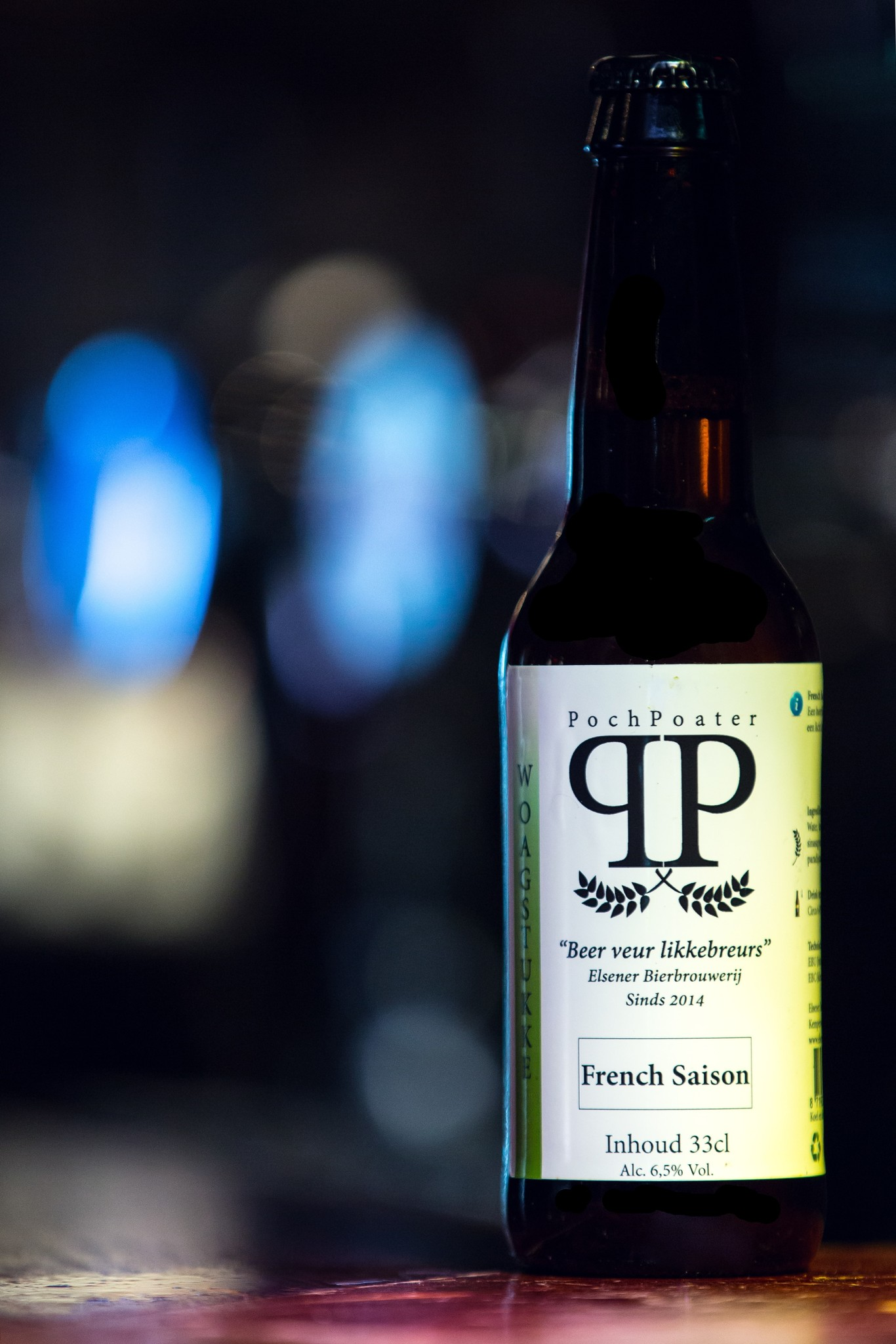 Woagstukke Herkomst: Elsen, Nederland Dit speciaalbier met een goudblonde kleur is een French Saison. Brouwerij De Elsener is ooit hobbymatig begonnen met een starterspakket voor brouwers maar in 2014 overgestapt naar een brouwerij met professionele installaties. De jeneverbes, para-dijszaad en sinaasappelschil zorgen voor een kruidige smaak. Het bier bevat een alco-holpercentage van: 6,5%. Advies serveertemperatuur 7 à 8 graden.