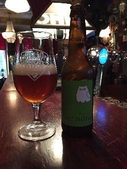 Velduil Herkomst: Haarlem, Nederland Amberkleur, reuk van kumquat en lychee en een hoppige smaak. Zo willen we dit bier beschrijven. Een I.P.A. die op Amerikaanse stijl is gebrouwen bepaald de heftige smaak. De zuurtegraad zorgt ervoor dat de schuimkraag snel verdwijnt. Dit bier is verrassend in zijn lage alcoholpercentage waardoor je er makkelijk een paar weg kan tikken. Het bier bevat een alcoholpercentage van 4,5%. Advies serveertemperatuur 4 à 5 graden.