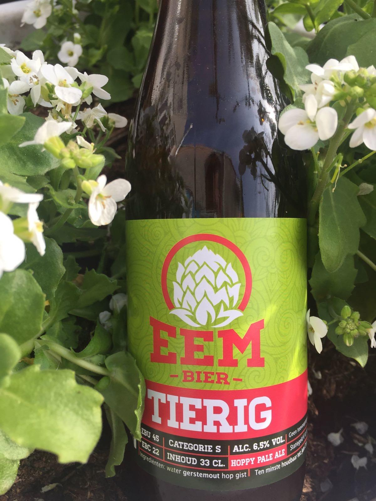 Xtreem Centennial Herkomst: Elburg, Nederland Dit bier doet ons denken aan een sneeuwbol. Troebel rossig blond bier. Een zoetigheid in de smaak wat meer neigt naar suikerbiet dan honing. Ondanks de zoete tonen zijn er ook kenmerken van citrus te vinden in het bier. Dit bier heeft een achtergrondverhaal met twee soorten flesjes. Oorspronkelijk is het gebotteld in het welbekende buikje, onder de naam Xtreem Centennial. Tegenwoordig is het bier te verkrijgen in het traditionele bierflesmodel onder de naam Tierig. De brouwerij is brouwerij de Eem. Het bier bevat een alcoholpercentage van 6,5%. Advies serveer-temperatuur: 5 à 6 graden.