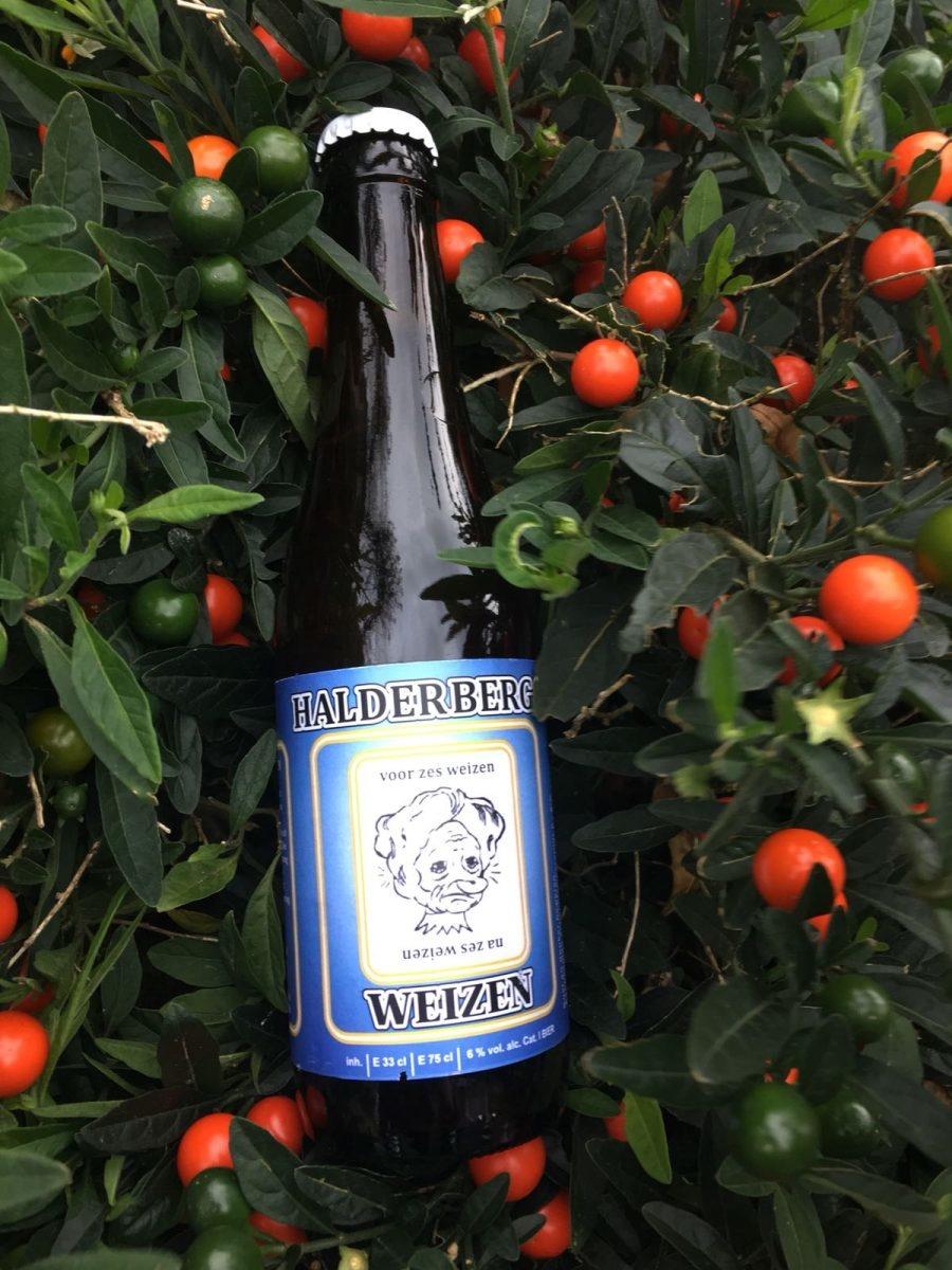 Halderbergs Weizen Herkomst: Hoeven, Nederland Een weizen met een okergele kleur. Het bier ruikt naar passievrucht. De smaak is vrij bitter maar toch fris. De bitterheid is tot in de afdronk te herkennen. Het etiket van de fles is op twee manieren te bekijken. Het ligt er maar aan hoeveel bier je op hebt. De brouwerij 't Meuleneind bestaat sinds maart 2017. De Weizen is het tweede bier van deze brouwerij. Als eerste werd de blonde variant gebrouwen. Het bier bevat een alcoholgehalte van 6%. Advies serveertemperatuur: 4 à 5 graden.