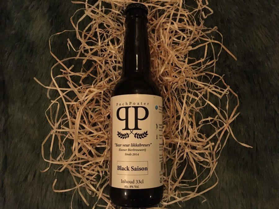 Black Saison Herkomst: Markelo, Nederland Drop en laurier bepalen de aroma van dit bier. De kleur is zwart met een beige kleurige schuimkraag. In de smaak herken je ook de drop en laurier met een zoetje. Een bier om heerlijk van te genieten bij de openhaard tijdens een winteravond. De Black Saison is afkomstig van brouwerij Elsener uit Markelo. Een brouwerij die geprofessionaliseerd is vanuit het hobbybrouwen. De professionele brouwerij bestaat sinds 2014. Het bier bevat een alcoholpercentage van 8%. Advies serveertemperatuur: 7 à 8 graden.