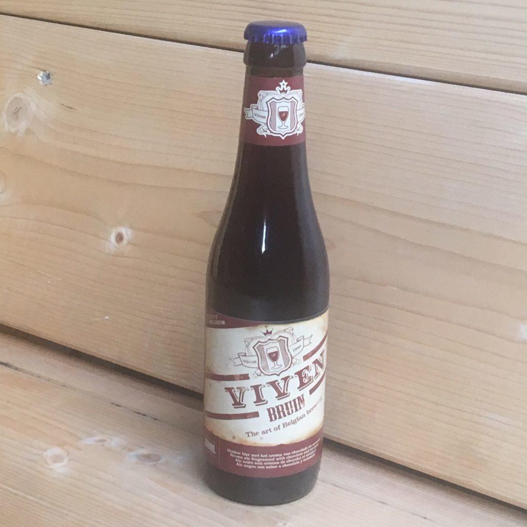 Viven Bruin Herkomst: Sijsele, Nederland Troebel cognacbruin bier en de geur van chocolade en karamel. In de mond herken je tonen van salmiak, chocolade en een licht zoetje van de karamel. Een zacht speciaalbier met een subtiele afdronk waarin de chocolade ook terug te vinden is. Viven Bruin is afkomstig van brouwerij van Kapel van Viven. In 2003 overgenomen door de huidige eigenaar waarna de brouwerij volledig gemoderniseerd is. Behalve de klassieke Belgische stijlen Bruin en Blond heeft de brouwerij ook nog de Ale, Porter, Imperial IPA en Master IPA in het assortiment. Het bier bevat een alcoholpercentage van 6,1%. Advies serveertemperatuur: 7 à 8 graden.