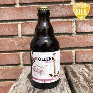 Kolleke Saison  Herkomst: Den Bosch, Nederland  Goudgele saison met een schuimkraag die snel verdwijnt na het inschenken. Een fris doordrinkbaar bier met lichtzoete tonen en tonen van mout. Een kruidige geur herken je in de neus. Kolleke Saison is afkomstig van brouwerij 't Kolleke uit Den Bosch. De thuisstad van Hellobier.nl. Verschillende bieren van deze brouwerij zijn al voorbij gekomen in de bierpakketten van Hellobier. Anouk is ook een keer langs geweest bij Jan, de eigenaar van Stadsbrouwerij 't Kolleke. Zij heeft hem toen geïnterviewd over de brouwerij. Veel bieren van 't Kolleke hebben de naam Jan in de naam van het bier. 3,8%  Alcoholpercentage: 3,8%