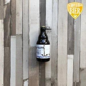 Kolleke Jonge Jan  Herkomst: Den Bosch, Nederland  Troebel citrusgeel witbier met stevige schuimkraag. Fris in de geur en smaak. Zacht en romig in de mond waarbij de ingrediënten koriander en sinaasappelschil subtiel aanwezig zijn.  Weet jij al het verschil tussen witbier en weizen?  Kolleke Jonge Jan is afkomstig van brouwerij 't Kolleke uit Den Bosch. Verschillende bieren van deze brouwerij zijn al voorbij gekomen in de bierpakketten van Hellobier. Anouk is ook een keer langs geweest bij Jan, de eigenaar van Stadsbrouwerij 't Kolleke. Zij heeft hem toen geïnterviewd over de brouwerij. Veel bieren van 't Kolleke hebben de naam Jan in de naam van het bier. Ook in de verschillende generaties van de familie draagt iemand wel de naam Jan.  Alcoholpercentage: 7 %