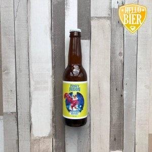 Funky Falcon  Herkomst: Amsterdam, Nederland  Een heerlijk tropisch speciaalbier met grapefruit en banaan in de neus. De bitterhoppi-ge smaak maakt de beleving van het bier compleet. De Funky Falcon is niet een typisch seizoenbier maar kan zowel in de winter als in de zomer heerlijk gedronken worden. Een kenmerkend ingrediënt van dit bier is lemongras. Dit bier is een ideaal weekend-bier om van te genieten voordat je de dansvloer op gaat. Dit bier hebben wij gebruikt voor een heerlijk recept dat onderaan dit blad te lezen is. Het bier bevat een alcohol-percentage van 5,2%. Advies serveertemperatuur: 4 à 5 graden.  Alcoholpercentage: 5,2%