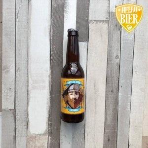 Witbier  Herkomst: Leeuwarden, Nederland  Mistig citruskleurig witbier met stevige schuimkraag. De smaak is romig en fris tegelijk. Citrus herken je ook in de smaak terug. Witbier is afkomstig van Grutte Pier Brouwerij uit Leeuwarden. Deze brouwerij staat voor kwalitatieve speciaalbieren die stuk voor stuk aanraders zijn.   De man op het etiket is een strijder uit de geschiedenis van Friesland. Kom je hem tegen en wil je niet met hem in gevecht? Spreek dan het Friese gezegde uit dat op het etiket gedrukt staat.   Alcoholpercentage: 5%