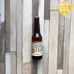 Freshtini  Herkomst: Den Haag/Amersfoort, Nederland  Een New England IPA met de kleur van perzik. De schuimkraag verdwijnt redelijk snel. Zoals je kunt herleiden uit de naam zijn er tonen van peer terug te vinden in dit bier.  Het verhaal achter IPA hebben we beschreven in een blog.  Freshtini is ontstaan vanuit een samenwerking tussen Kompaan uit Den Haag en Rock City Brewing uit Amersfoort. Twee Nederlandse brouwerijen met beide een proeflokaal gevestigd aan de brouwerij. Bij Rock City Brewing zit je zelfs letterlijk tussen de ketels als er wat gaat eten en/of drinken.   Alcoholpercentage: 5,5%