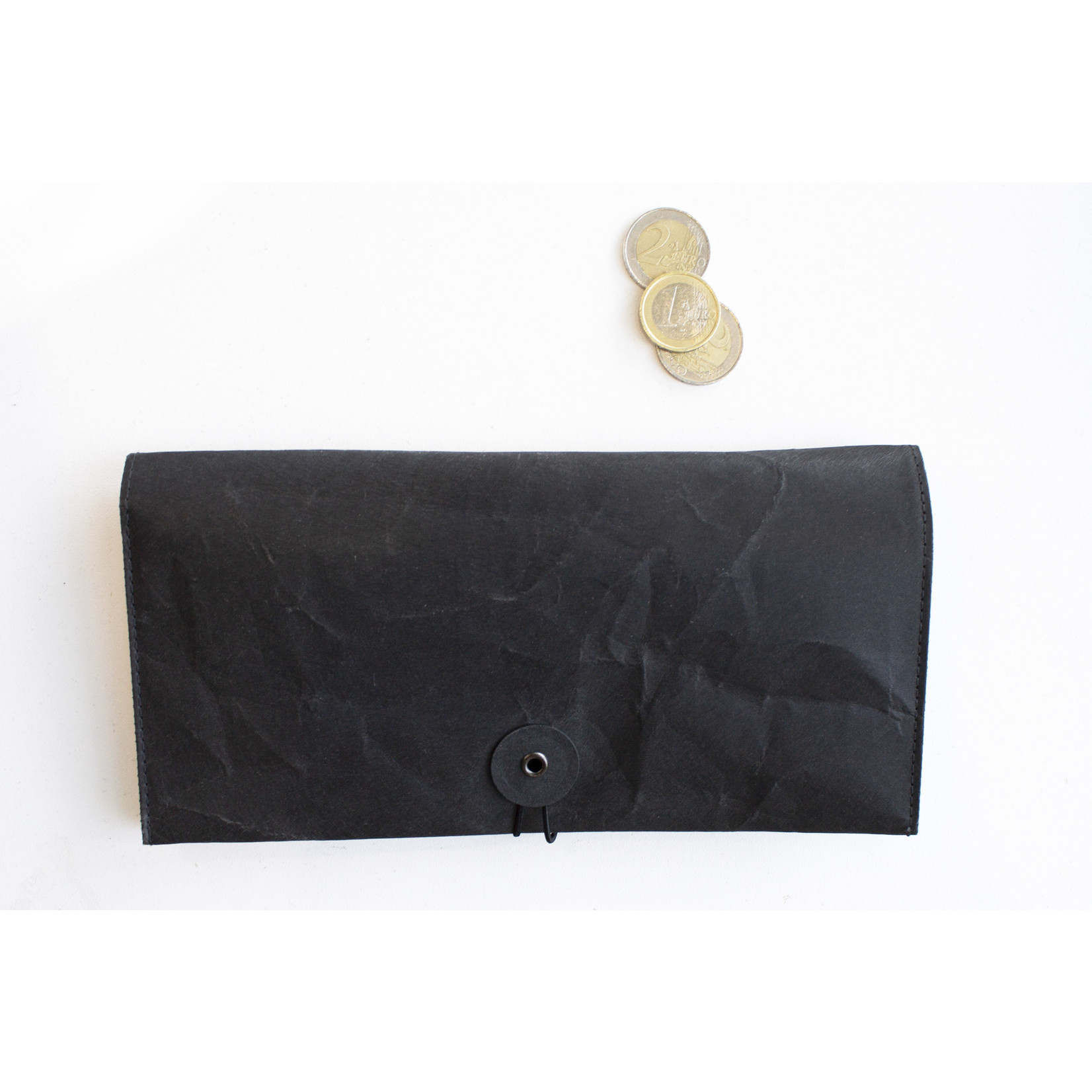 Based on Roots SIWA wallet / passport case