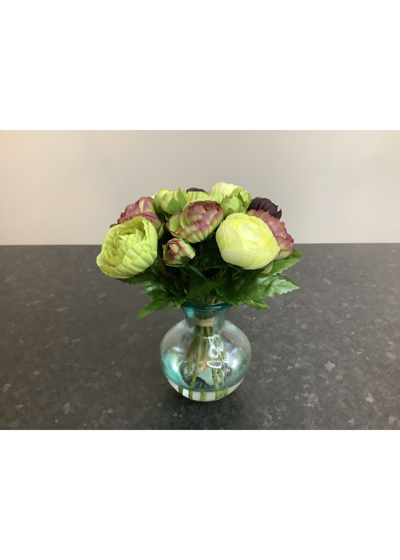 Ranunculus in Bouquet vase 23cm tall