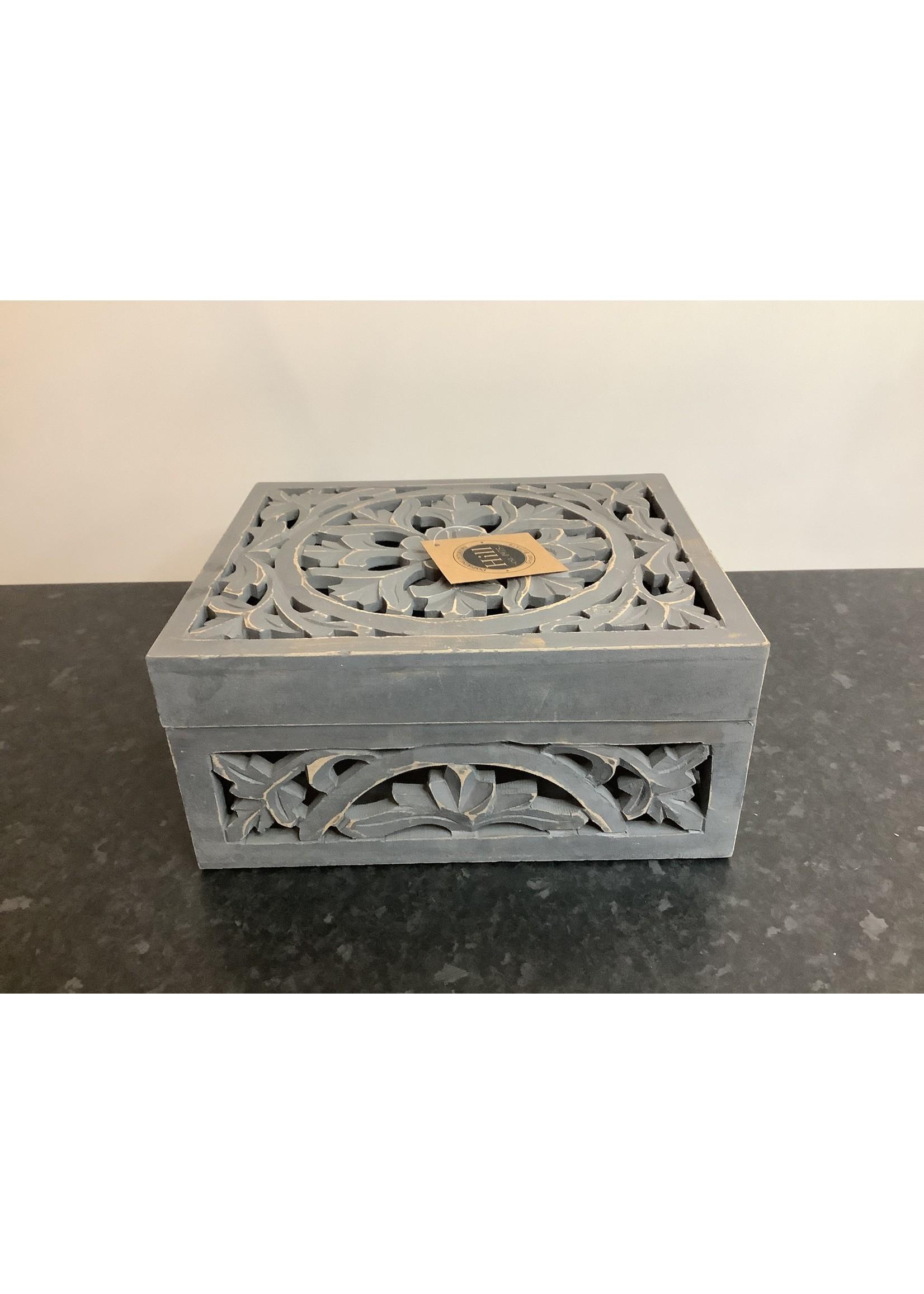 large wooden box 28x23x13cm