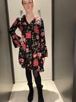 ONLY Wijdvallende korte jurk met rood/roze bloem motief ONLY