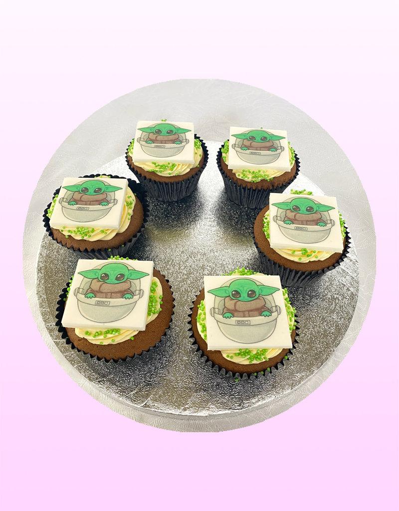 1. Sweet Planet Star Wars - Yoda cupcakes