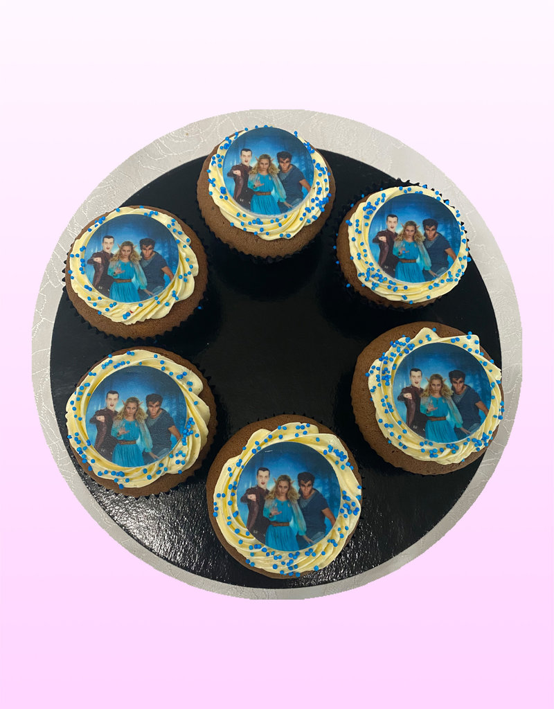 1. Sweet Planet Nachtwacht cupcakes