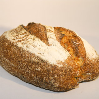 Peter Bakt Brood Zuurdesembrood van tarwebloem en 15% tarwe volkorenmeel