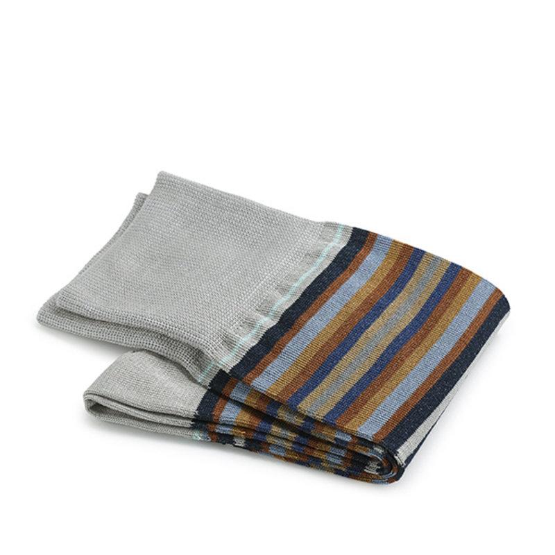 Graue gestreifte Socken Baumwolle