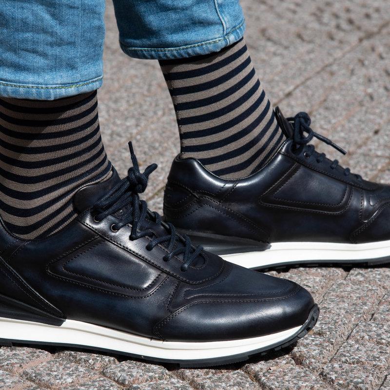 Donkerblauwe streep sokken   Carlo Lanza