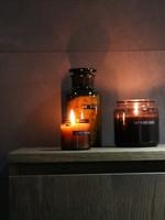 WELLmark WELLmark - Kleine geurkaars cedarwood bruin glas - 'just relax'