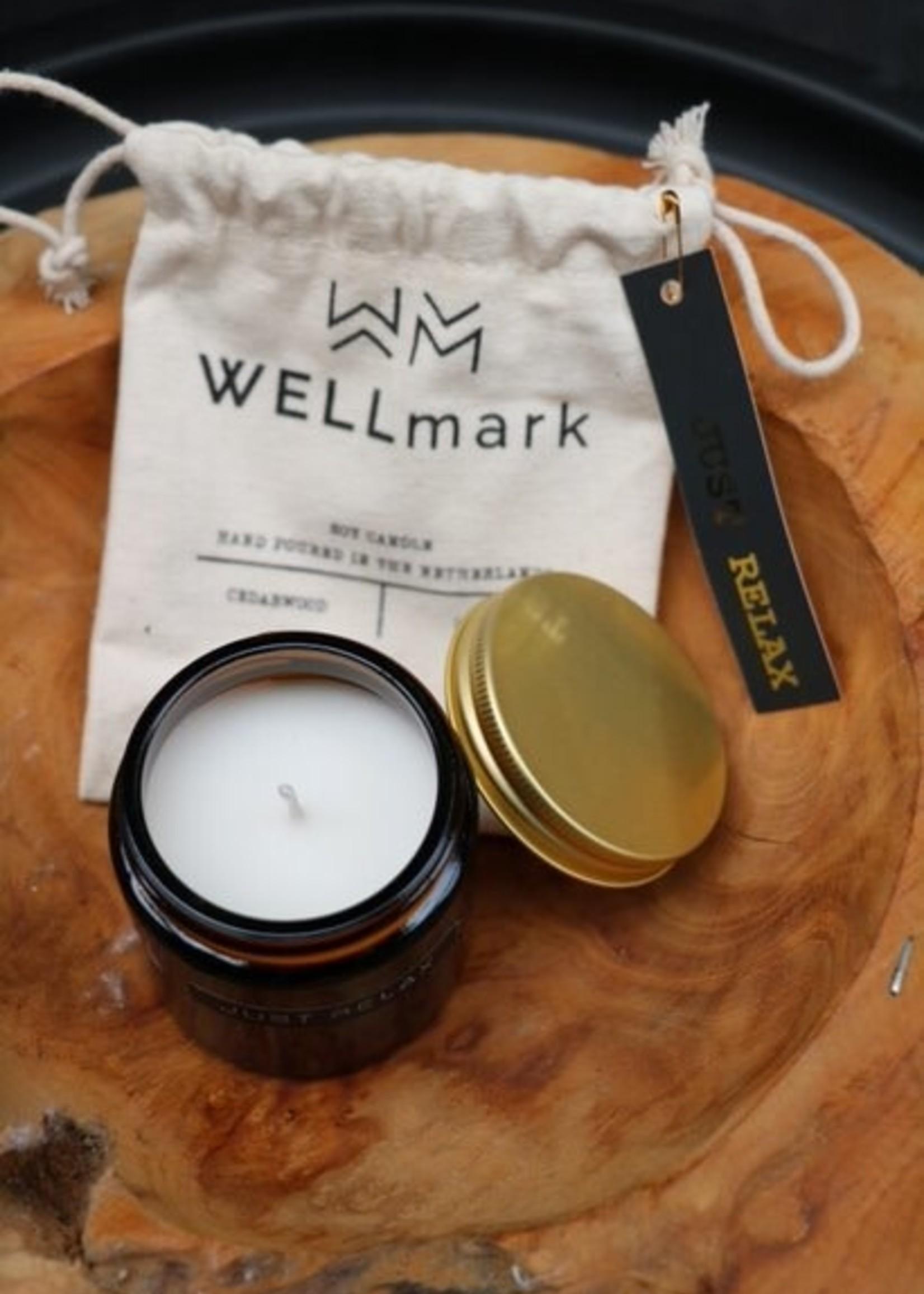 WELLmark WELLmark - Kleine geurkaars cedarwood bruin glas -  'let's get cozy'