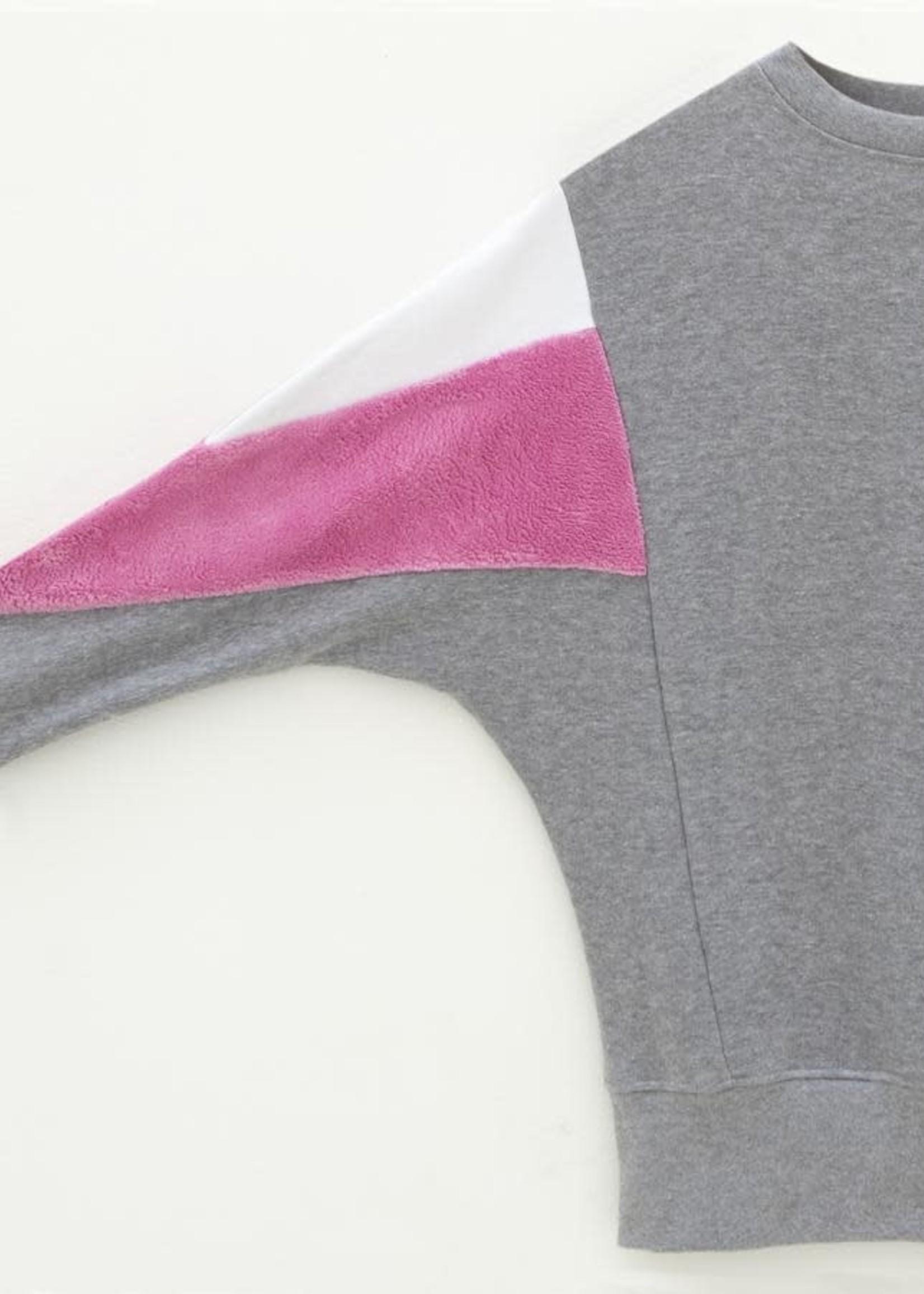 The Driftwood Tales The Driftwood Tales - Sweatshirt-AMY - gemaakt van 4 verschillende gerecyclede  stoffen- wit,donker roze, grijs