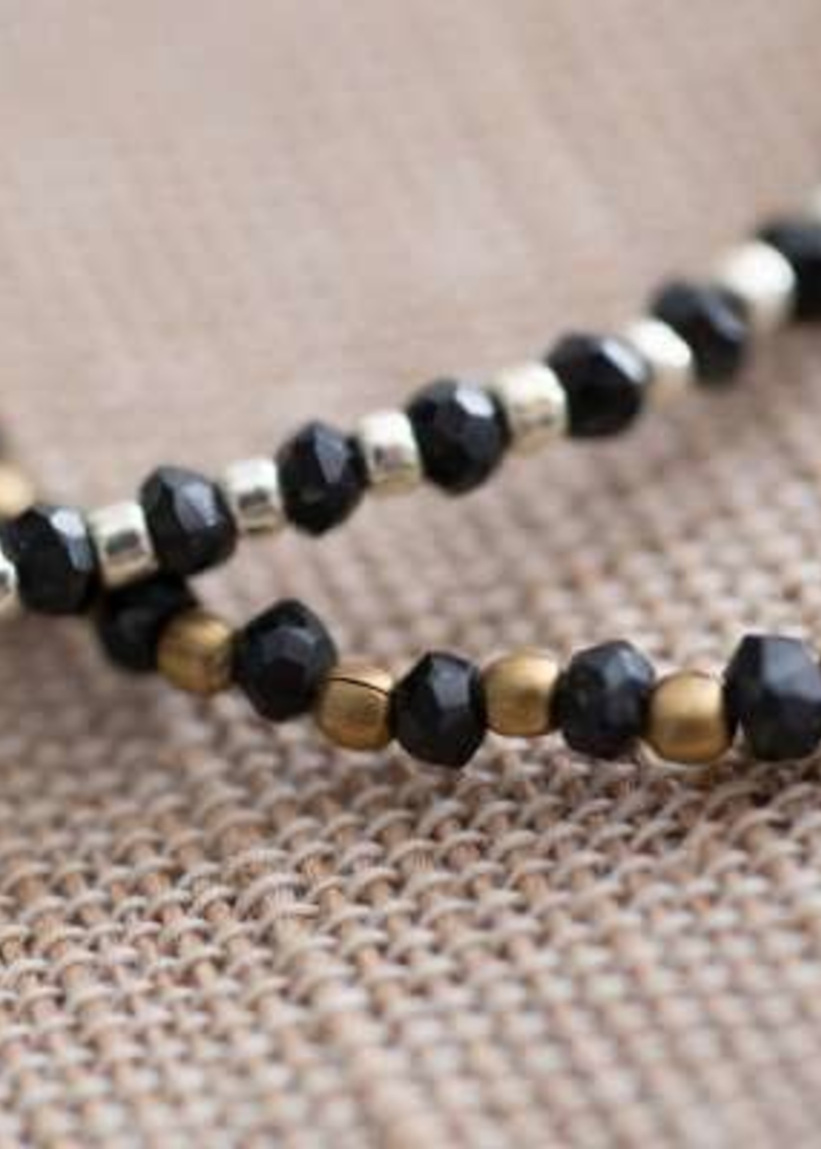 A Beautiful Story a Beautiful Story Beautiful Zwarte Onyx Goud Armband