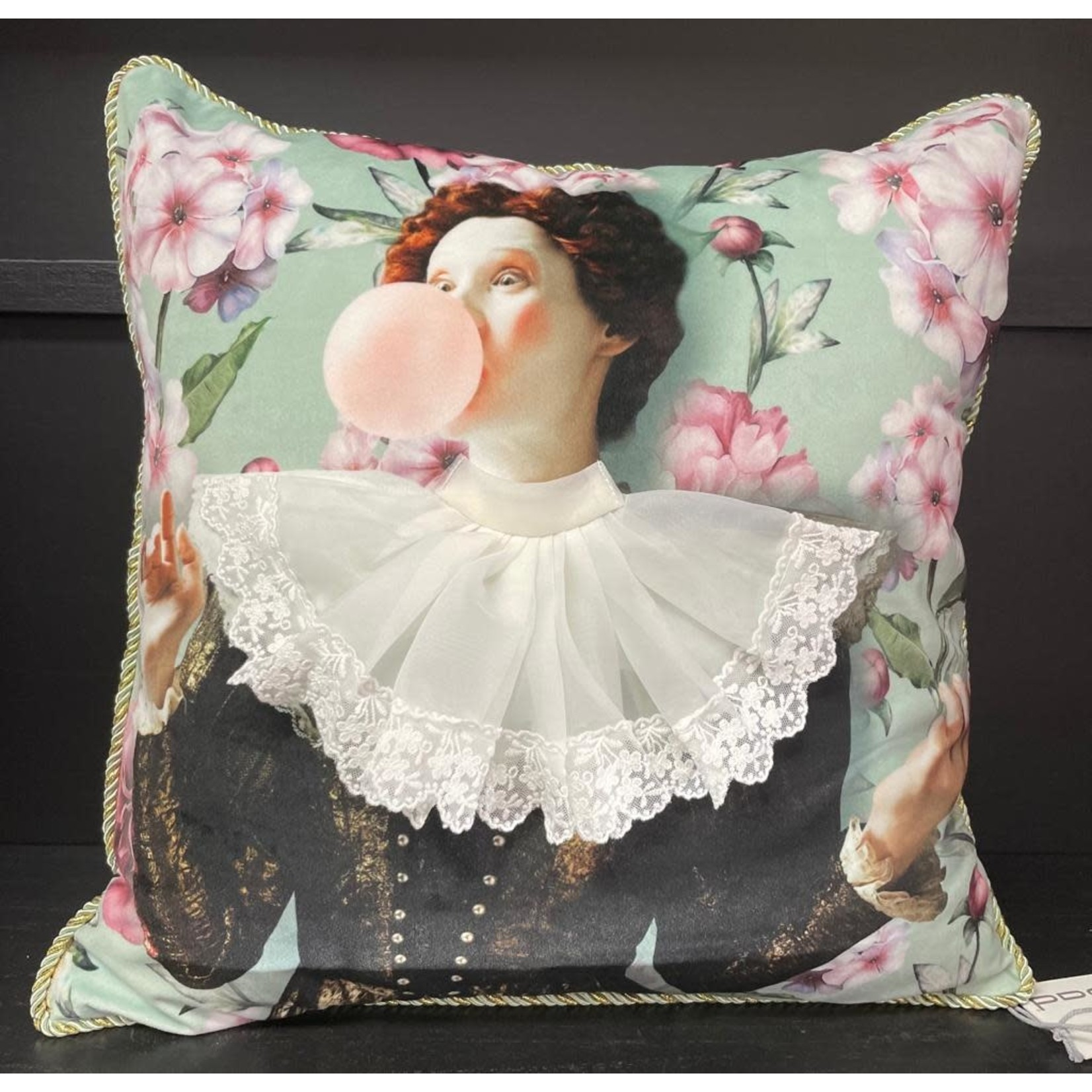 PAD Home Design Pad Home  kussen girl with chewing gum 45x45cm