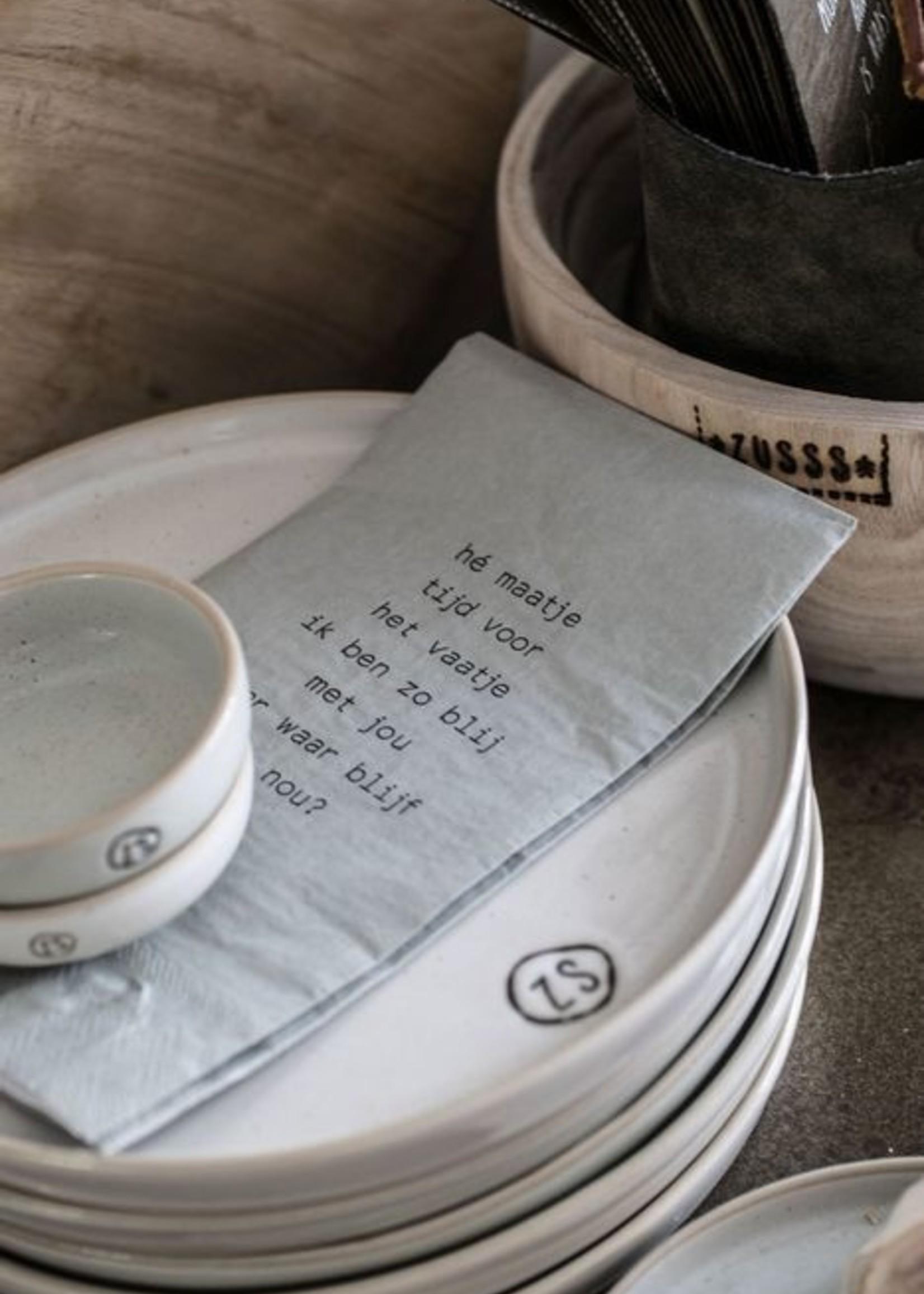 ZUSSS bord aardewerk wit