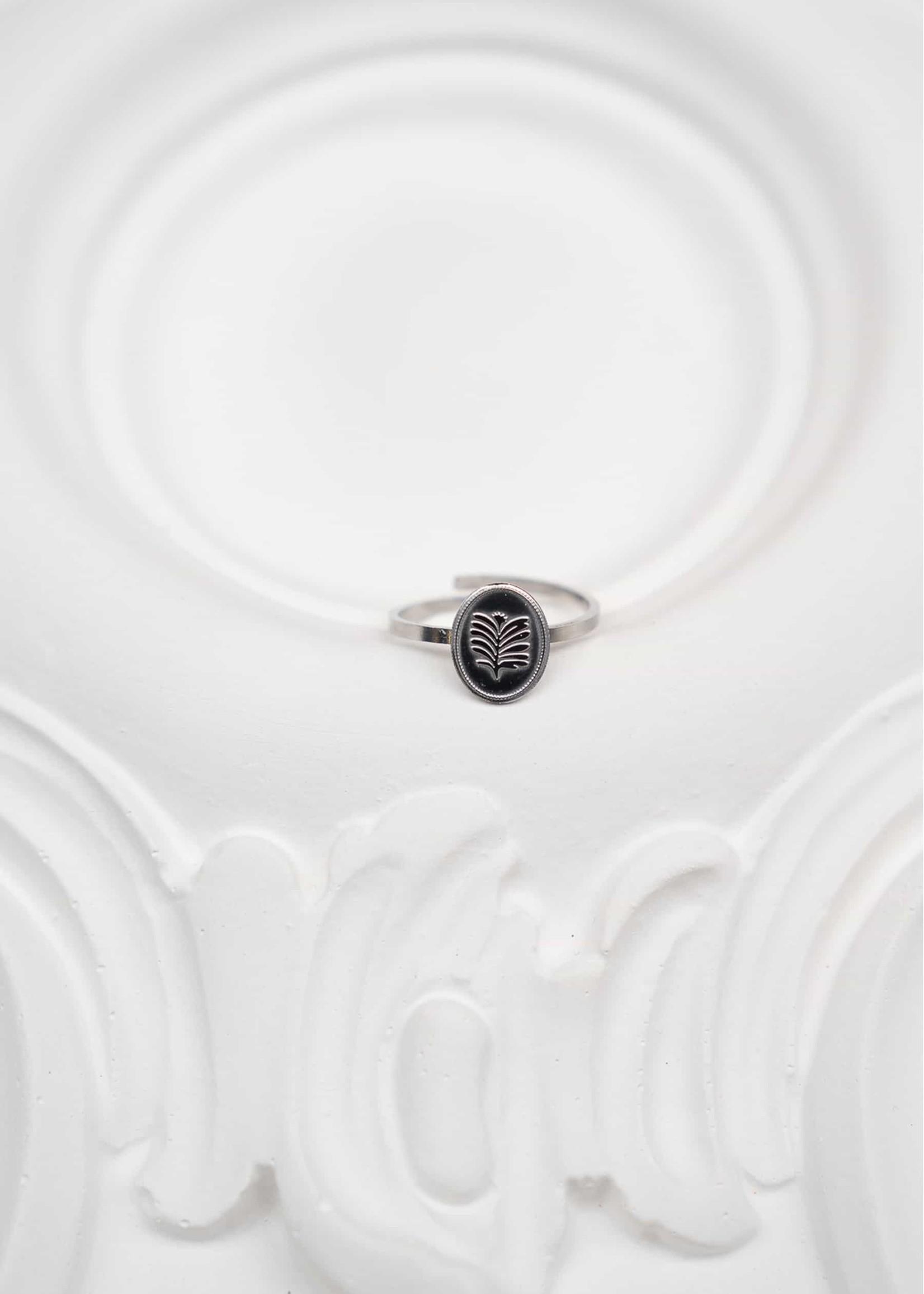 ZUSSS ring ovaal met blad zilver