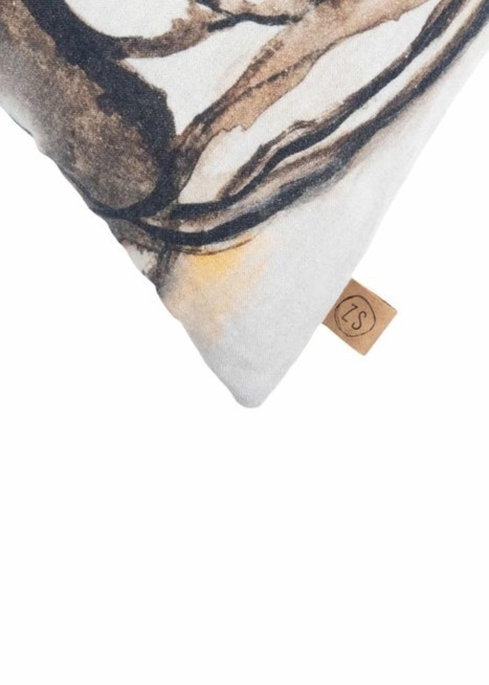 ZUSSS kussen geschilderd portret 45x45 peper en zout
