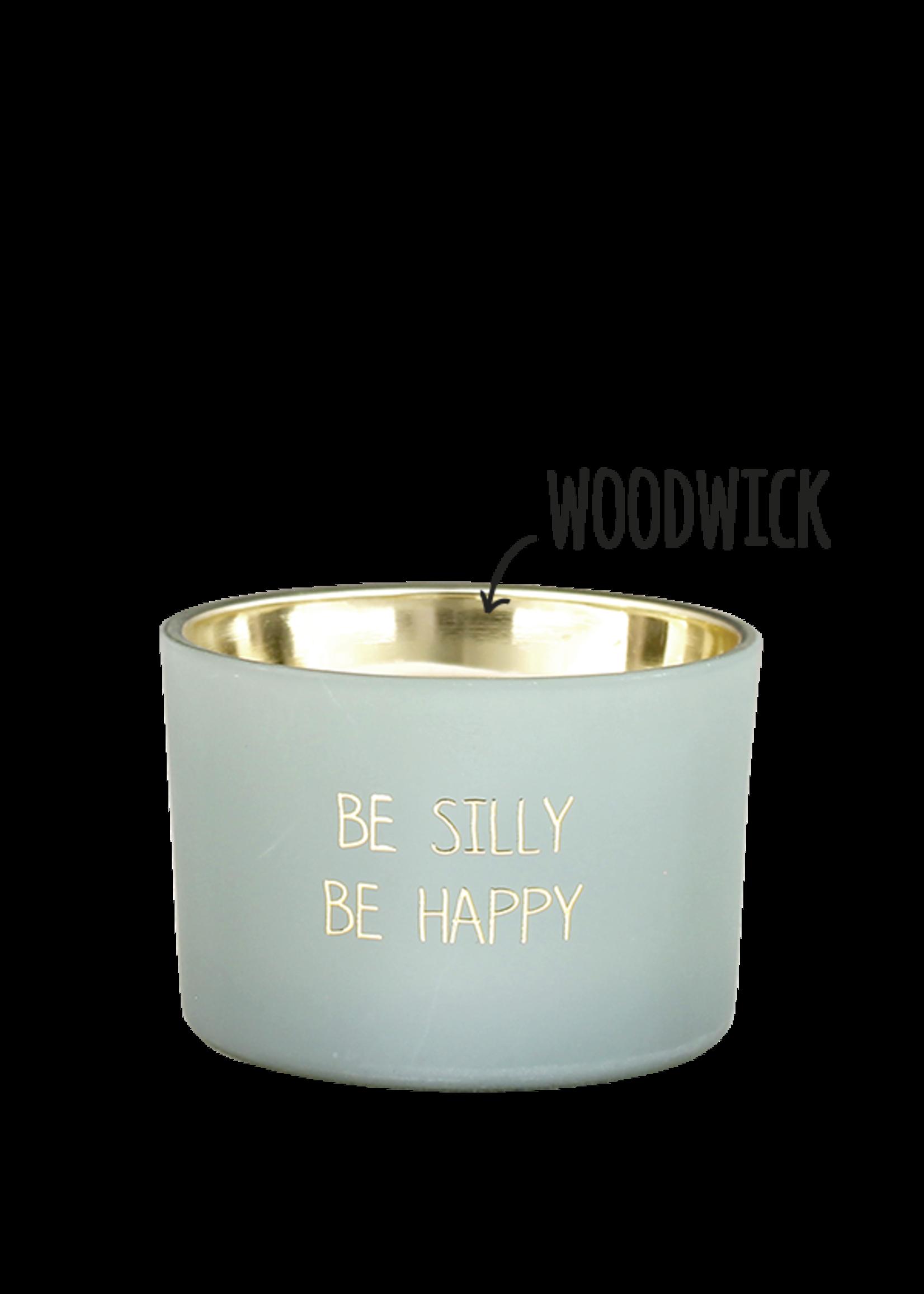 My Flame Geurkaars van sojawas in glazen pot.  Tekst: Be Silly be Happy