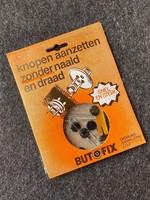 Butofix (knopen aanzetten zonder naald en draad)