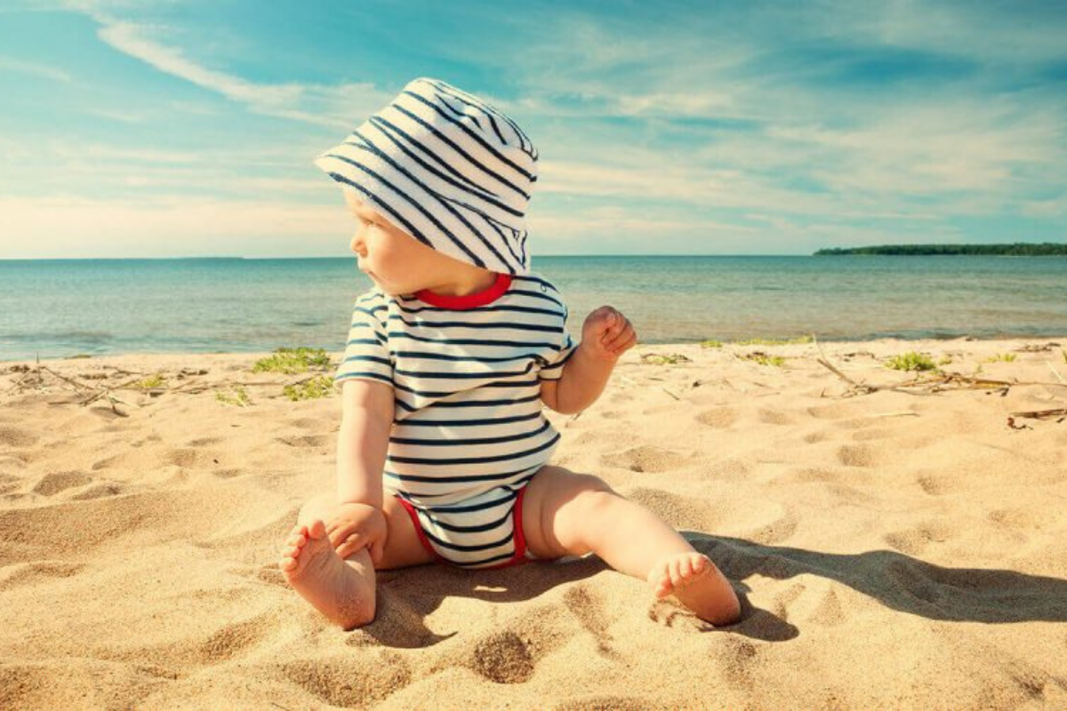 De coolste baby van het strand