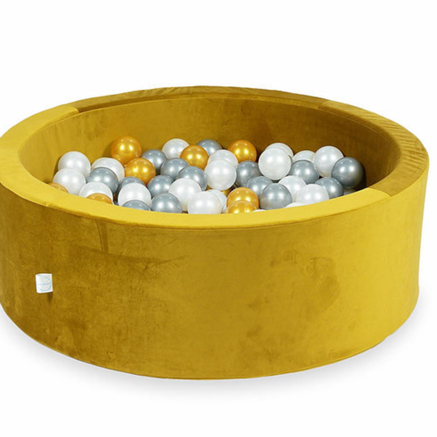 Moje. Moje. Ballenbad velvet goud
