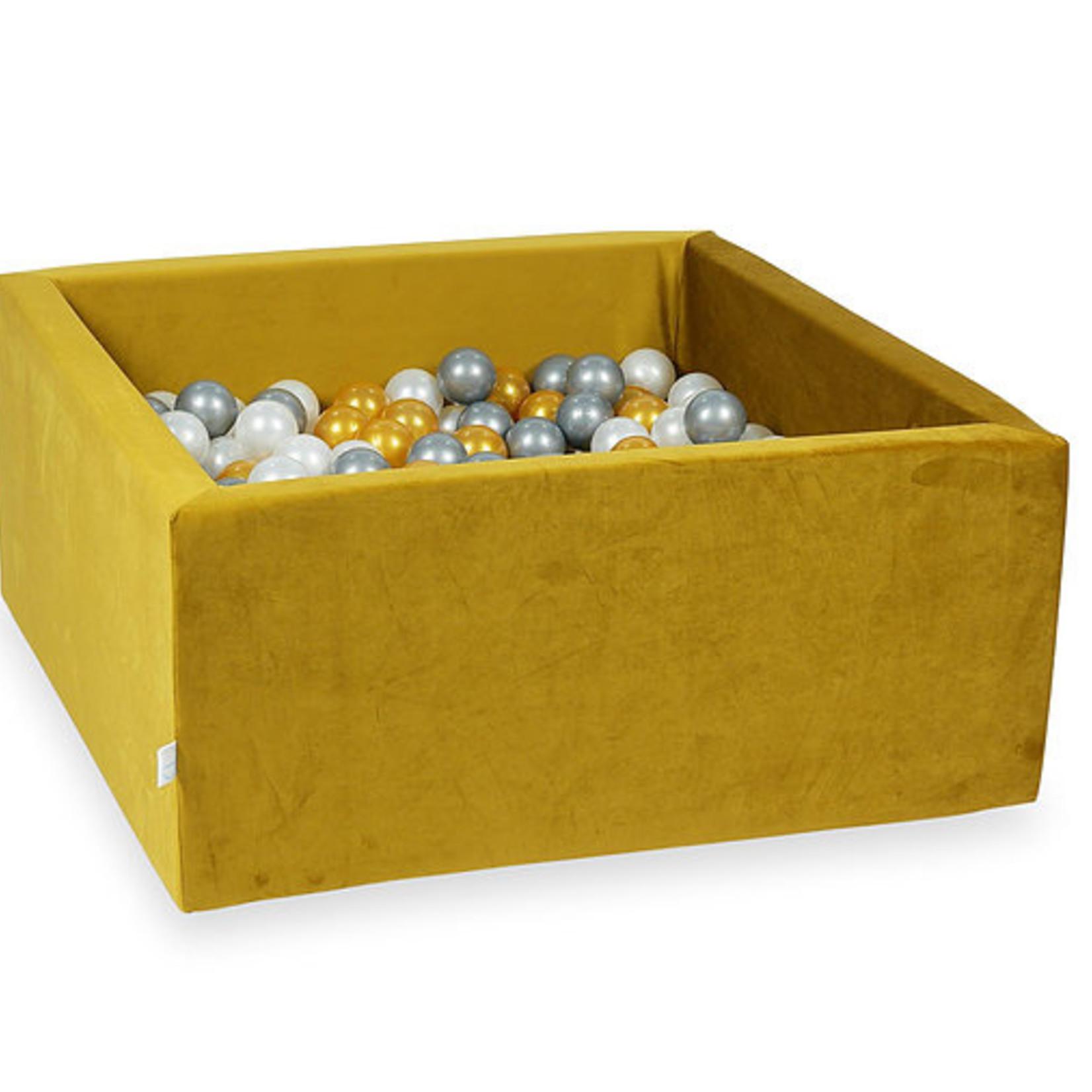 Moje. Moje. Ballenbad velvet goud vierkant
