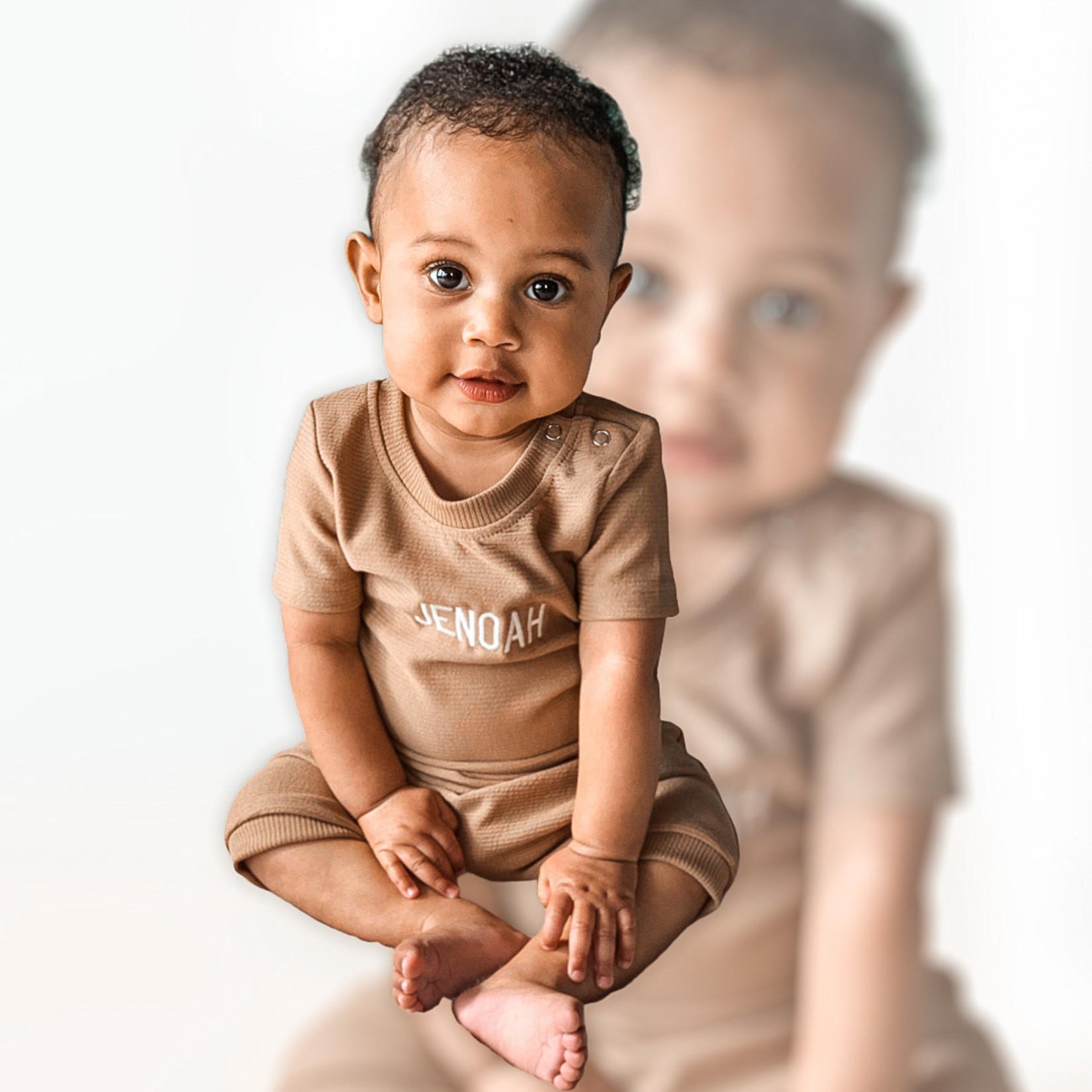 Fashion Kids  Bruine rib geborduurd met naam