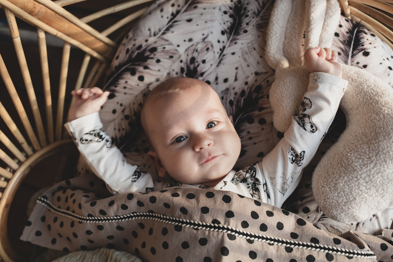 Mies & Co wieg laken bold dots dark brown-3