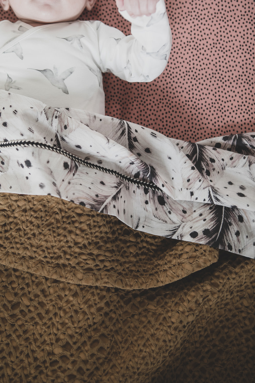 Mies & Co honeycomb wieg deken bronze mist-5