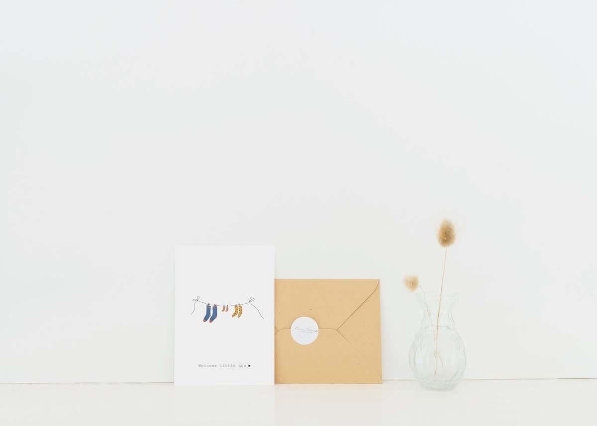 Nadine's illustraties wenskaart welcome little one blauw-2