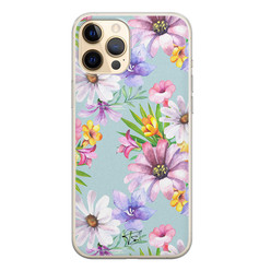 Telefoonhoesje Store iPhone 12 siliconen hoesje - Mint bloemen