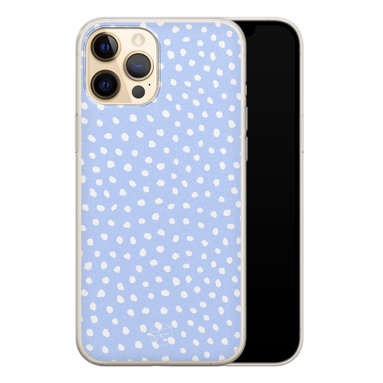 Telefoonhoesje Store iPhone 12 siliconen hoesje - Purple dots