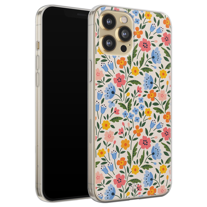 Telefoonhoesje Store iPhone 12 Pro siliconen hoesje - Romantische bloemen