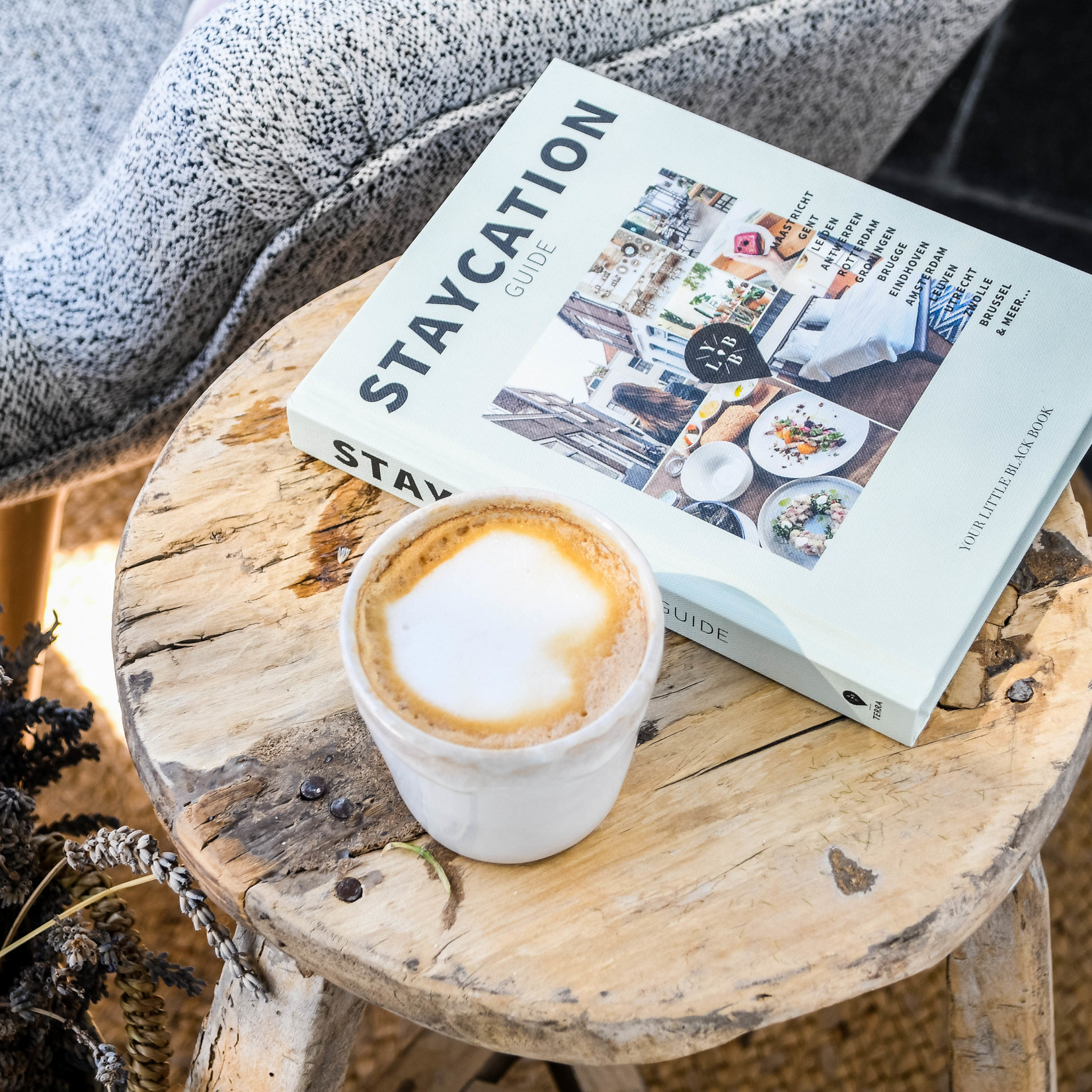 Your Little Black Book Your Little Black Book| Boek - Staycation Guide