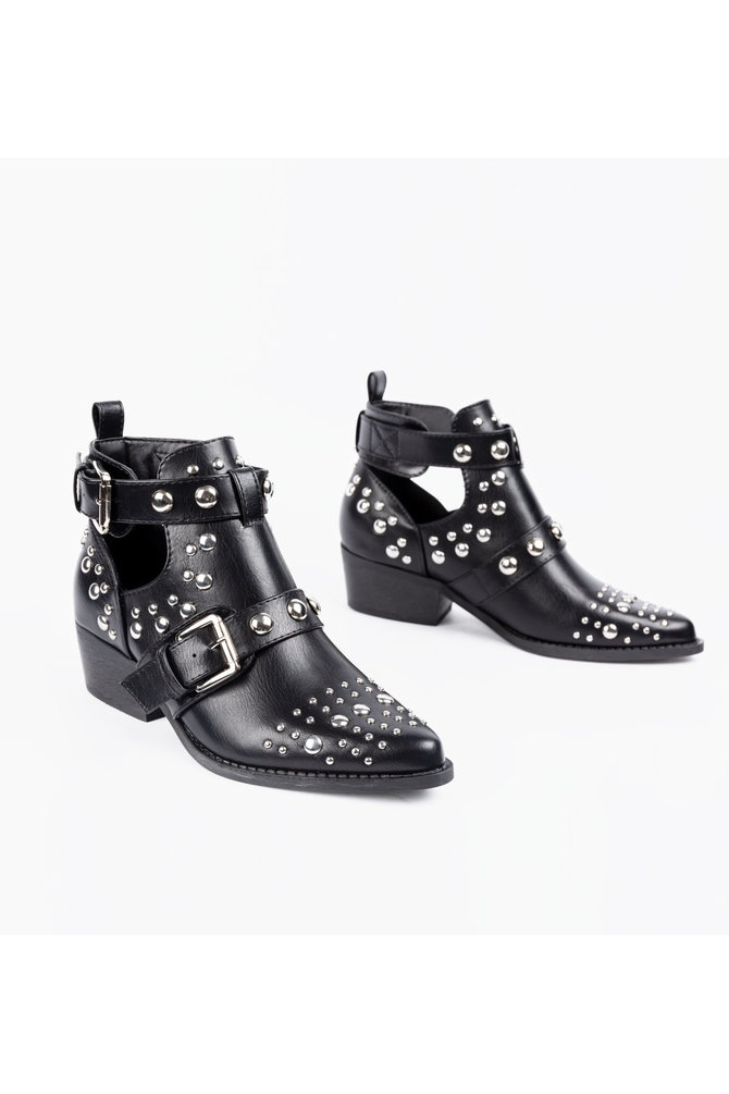 Cut out boots met studs
