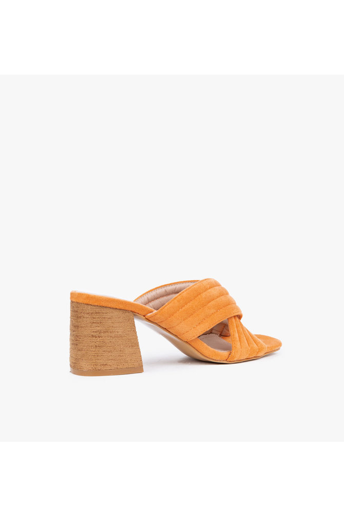 Oranje sandaal
