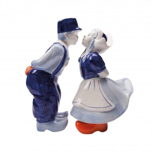 Große küssende Paare