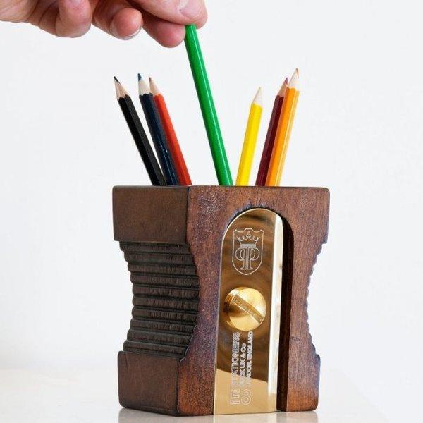 Riesiger Bleistiftspitzer-Stifthalter